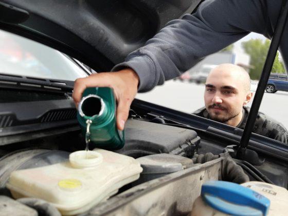 Hoe moet je motorolie bijvullen?