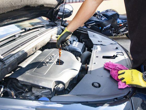 Motorolie verwijderen uit motor