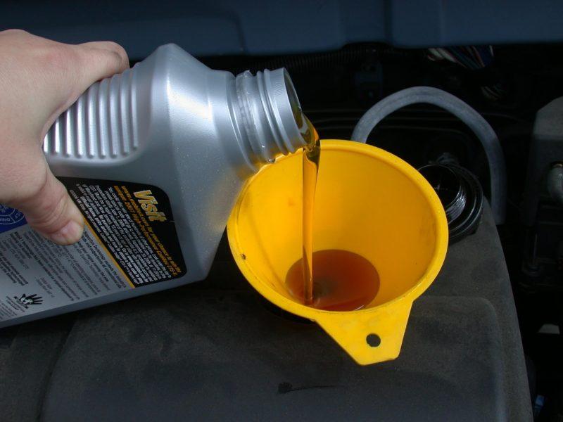 Wat-doet-je-auto-met-te-veel-of-te-weinig-motorolie