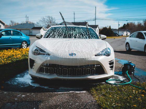auto-wassen-met-de-hand